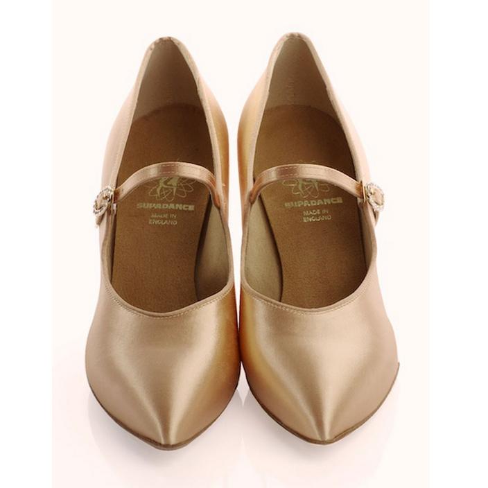2012 dwa buty od przodu